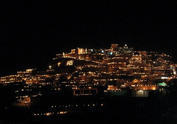 Santorini_Pascha_F25186.jpg
