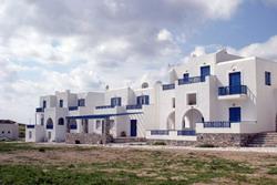 SCHOINOUSA: LIOLIOU BEACH HOTEL
