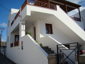 SYROS: CORALLI APARTMENTS