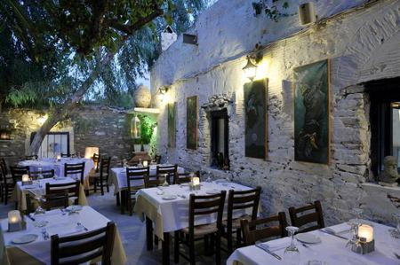 Apollon restaurant garden theodoros poulikou maniatis for Apollon greek and european cuisine